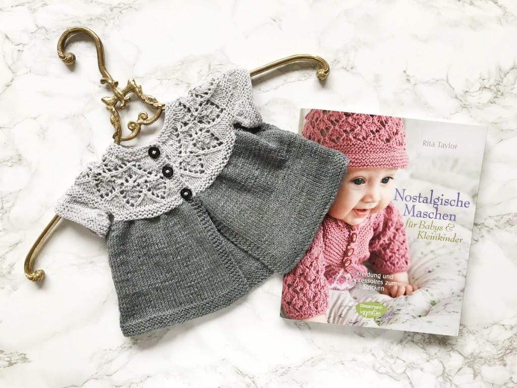 Nostalgische Maschen Stricken für Babys: Rezension mit Kornblumenjäckchen