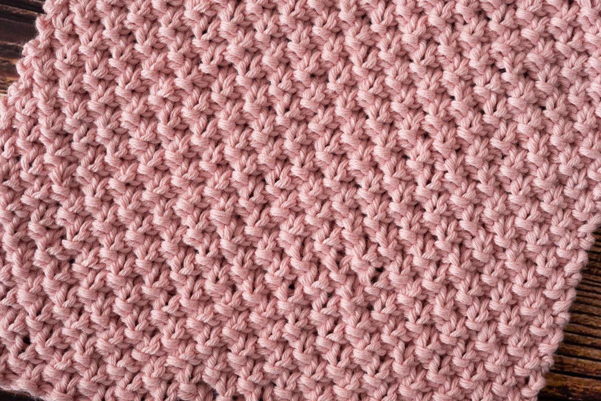 Großes Perlmuster gestrickt mit rosa Wolle